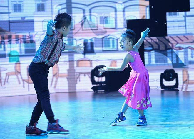"""Yến Trang của đội Đoan Trang – Hà Lê mang câu chuyện trà đá vỉa hè lên sân khấu với thể loại khiêu vũ thể thao. Giọng ca Nữ thần dành lời ưu ái cho cô học trò cưng: """"Con là thí sinh nhỏ nhất đội. Nhưng con nên hãnh diện vì nhỏ xíu mà có nội lực ghê gớm khi đi một đoạn đường thật dài.  Cô rất hài lòng về con. Con là đại diện của cuộc thi, bé nhỏ nhưng rất tài năng, học giỏi và ngoan ngoãn""""."""
