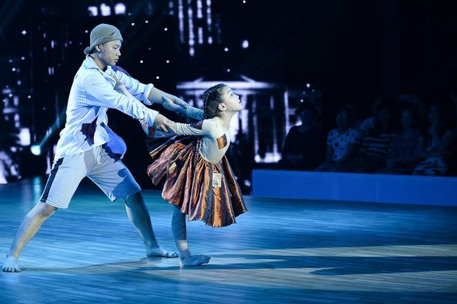 Minh Châu khiến người xem truyền hình bật khóc với câu chuyện về cô bé bán vé số bị trẻ em đường phố bắt nạt trong thể loại đương đại và khiêu vũ.
