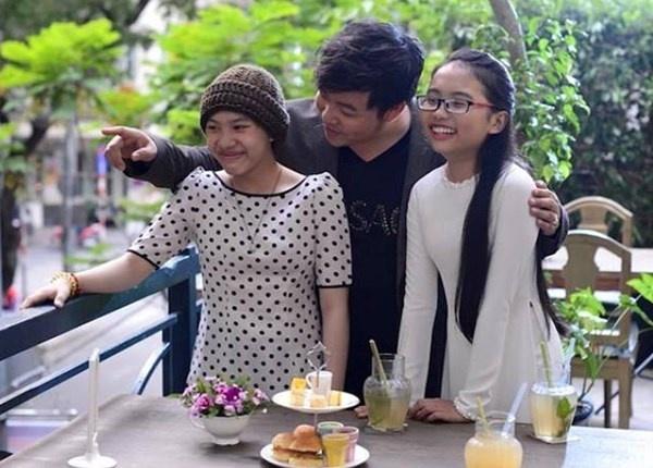 Moi quan he bat thuong giua Quang Le va con gai nuoi hinh anh 1 Quang Lê bên hai con nuôi Huyền Trân và Phương Mỹ Chi.