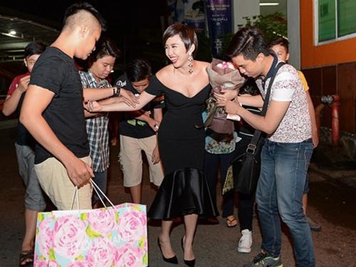 Toc Tien luong cuong di chuyen vi vay bo sat hinh anh