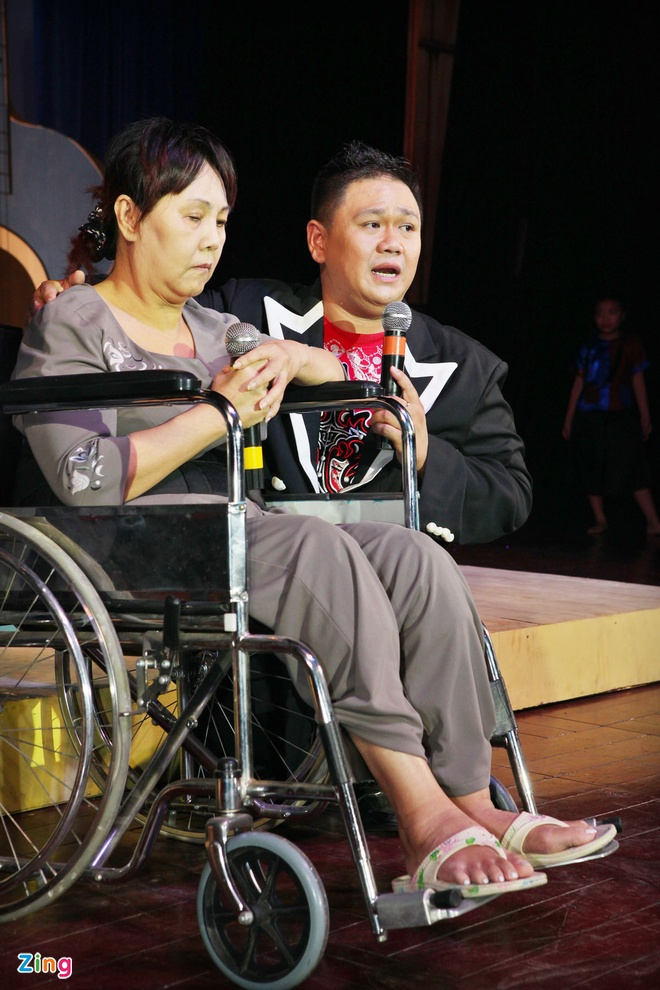 Minh Beo khoc vi dem nhac ung ho Hoang Lan vang khach hinh anh 2
