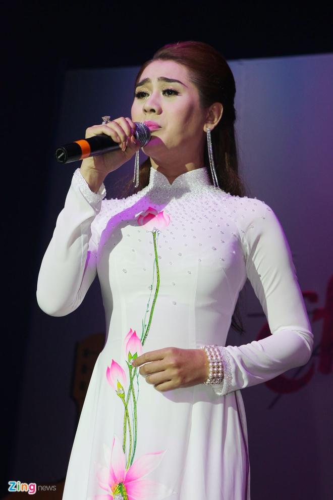 Minh Beo khoc vi dem nhac ung ho Hoang Lan vang khach hinh anh 8