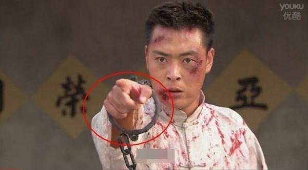 Bat loi ngo ngan trong phim Hoa ngu hinh anh 8