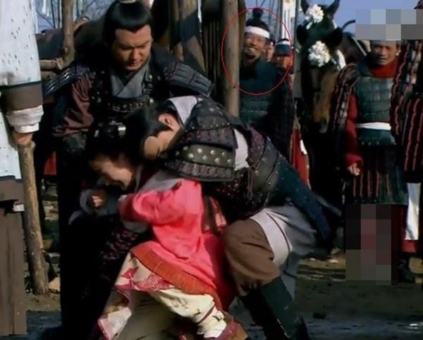 Bat loi ngo ngan trong phim Hoa ngu hinh anh 13