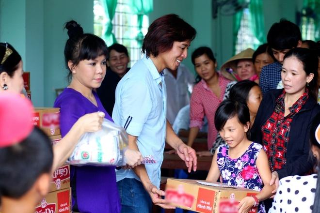 Viet Huong cung chong gop tien xay cau o Ben Tre hinh anh 4