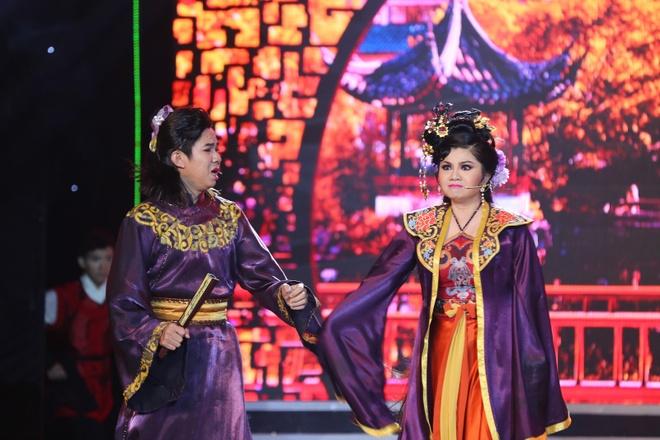 NSUT Tu Suong lam Hoan Thu, danh ghen Thuy Muoi hinh anh 3 Theo nhà báo Trác Thúy Miêu, đây là tiểu phẩm kết hợp giữa tân cổ giao duyên, tác phẩm văn học và nhạc thời trang khá duyên dáng.
