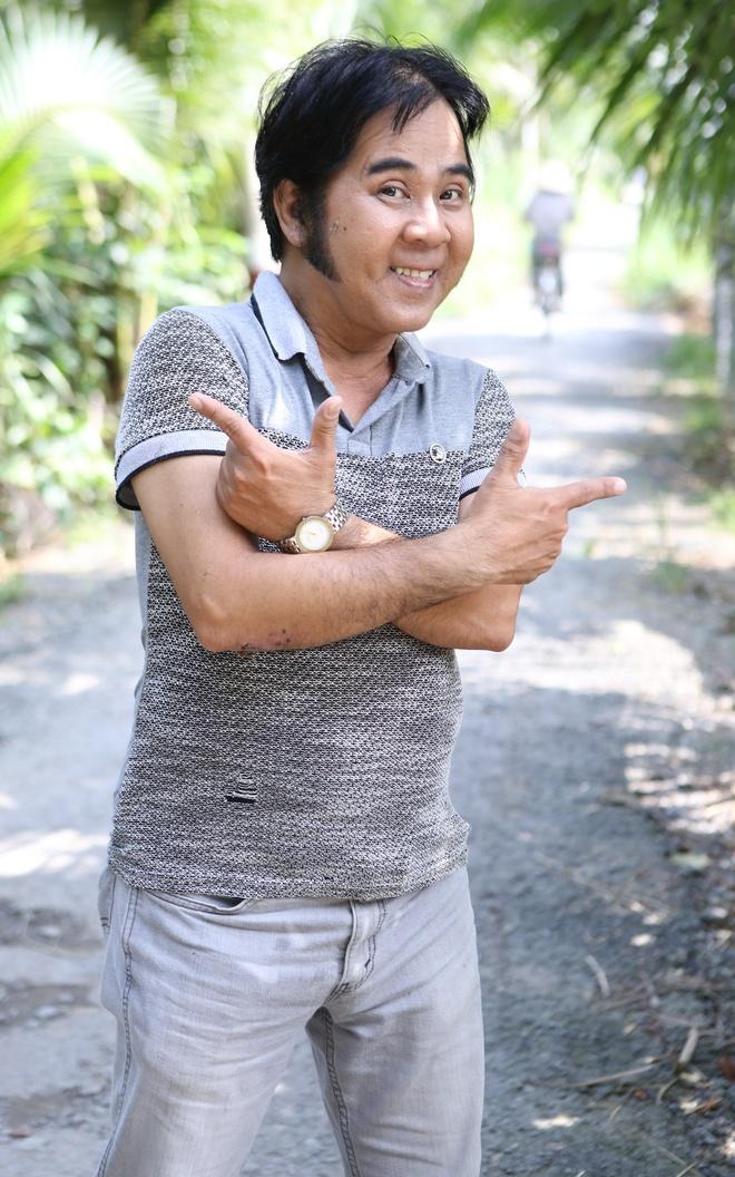 Anh trai Thanh Loc khong vo con, o nha thue hinh anh 2
