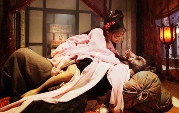 Nhung canh nong bi chi trich trong phim co trang Hoa, Han hinh anh 11 Trư Bát Giới gây sốc trong đêm động phòng.