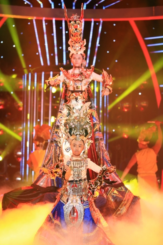 Phuong My Chi bi che hat khong giong Phan Dinh Tung hinh anh 2