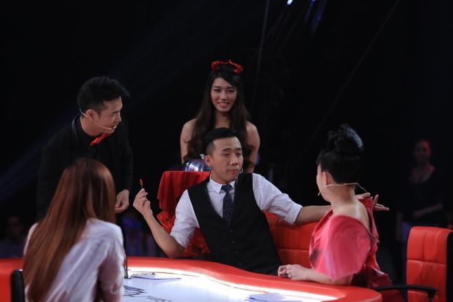 Hari Won che Dinh Tien Dat lun tren song truyen hinh hinh anh 2