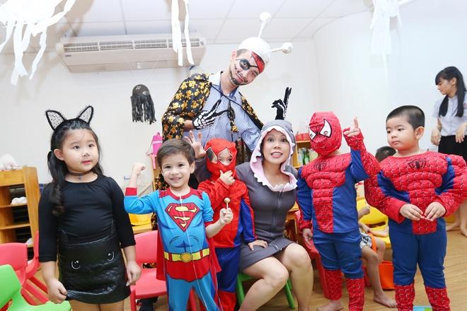 Viet Huong buon vi khong choi Halloween voi con gai o My hinh anh 4