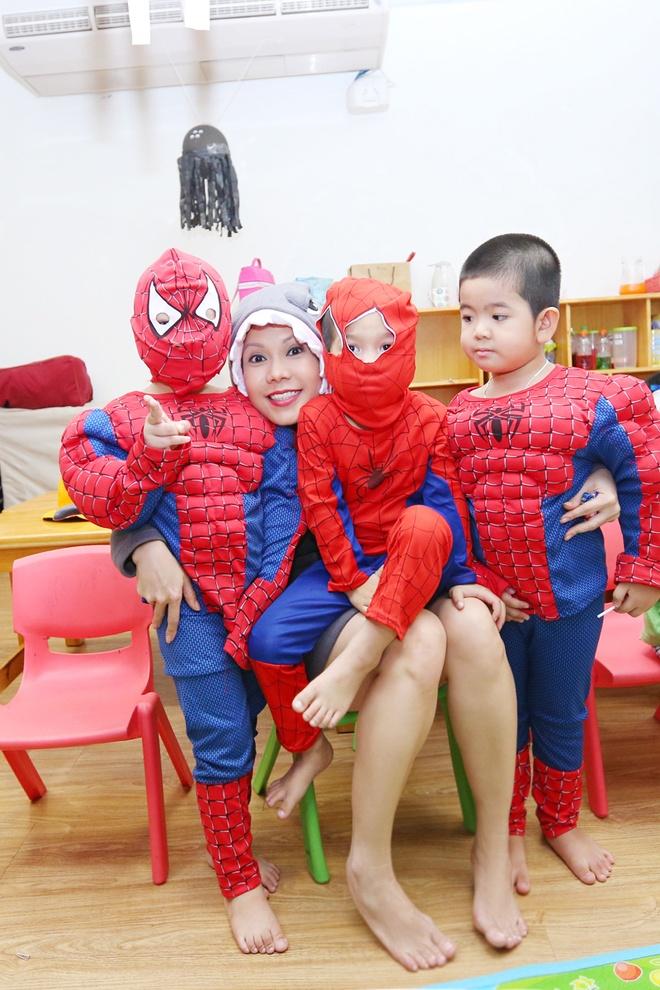 Viet Huong buon vi khong choi Halloween voi con gai o My hinh anh 3