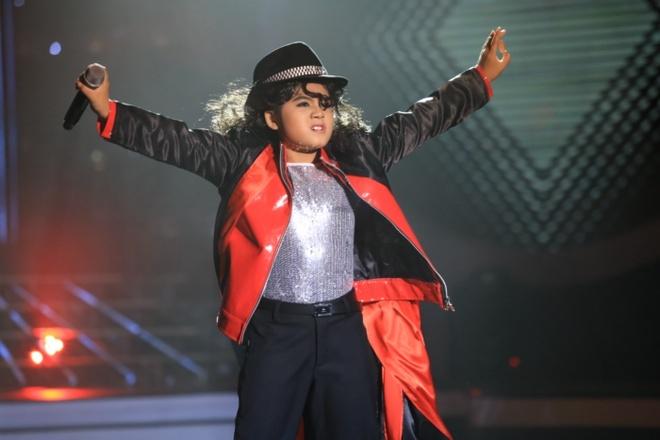 """Phuong My Chi chua the hoa than thanh My Tam hinh anh 12 Hồng Vân phát biểu: """"Cô đã xem rất nhiều hình ảnh chú Michael nhưng vừa hát vừa nhảy như con, cô mới cảm nhận được hết. Thần thái của con đã toát ra chú Michael""""."""