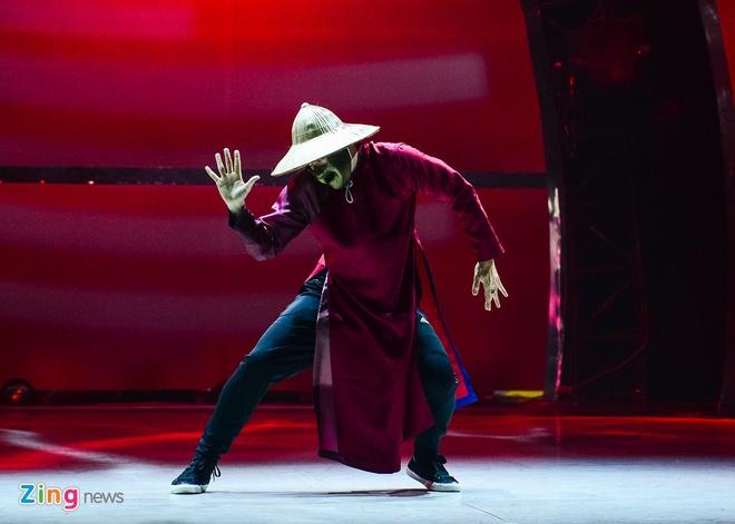 Tran Thanh che Toc Tien giong Na Tra hinh anh 11 vũ công – biên đạo Toni Trần, thành viên nhóm nhảy huyền thoại Jabbawockeez