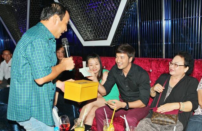 Quyen Linh keu goi duoc gan 200 trieu ung ho Nguyen Hoang hinh anh