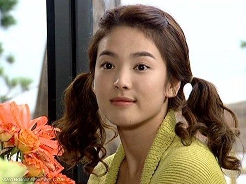 Dan dien vien phim 'Ngoi nha hanh phuc' gio ra sao? hinh anh 3 Song Hye Kyo sở hữu vẻ ngoài xinh đẹp.