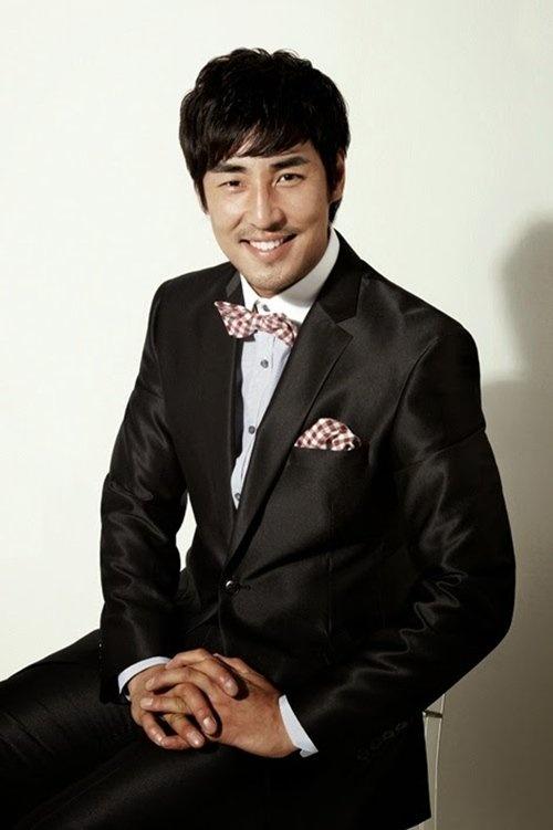 Dan dien vien phim 'Ngoi nha hanh phuc' gio ra sao? hinh anh 8 Kim Sung Soo khởi nghiệp từ người mẫu.
