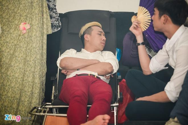 Tran Thanh ngu trong canh ga, Thu Trang tranh thu an lot da hinh anh 1