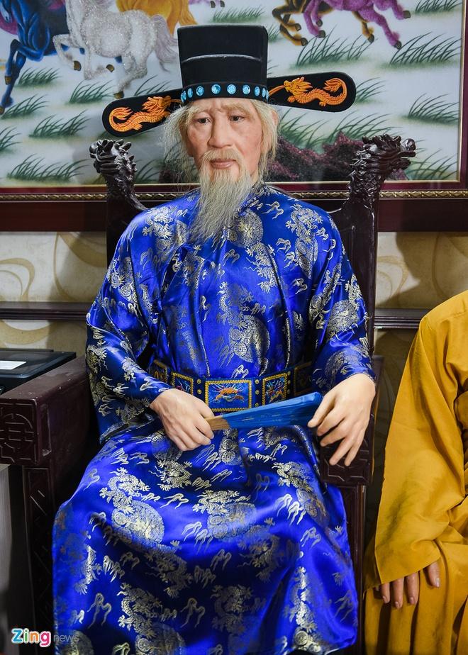 Den san khau lay so do Hoai Linh de lam tuong sap hinh anh 6