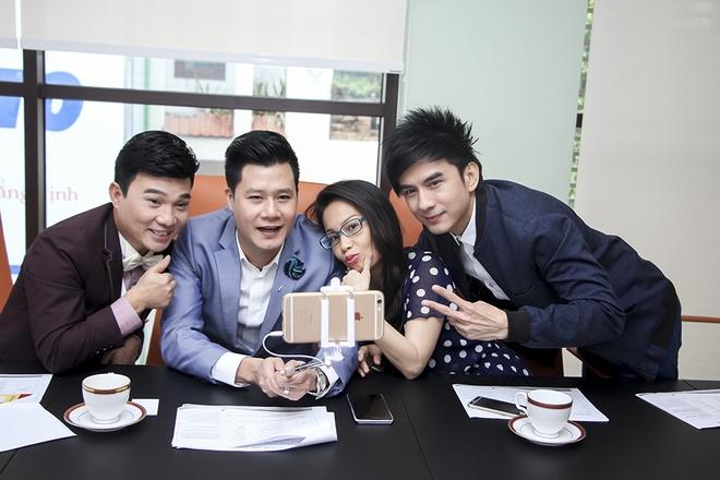 Quang Linh, Quang Dung sang My tuyen chon thi sinh hinh anh 2