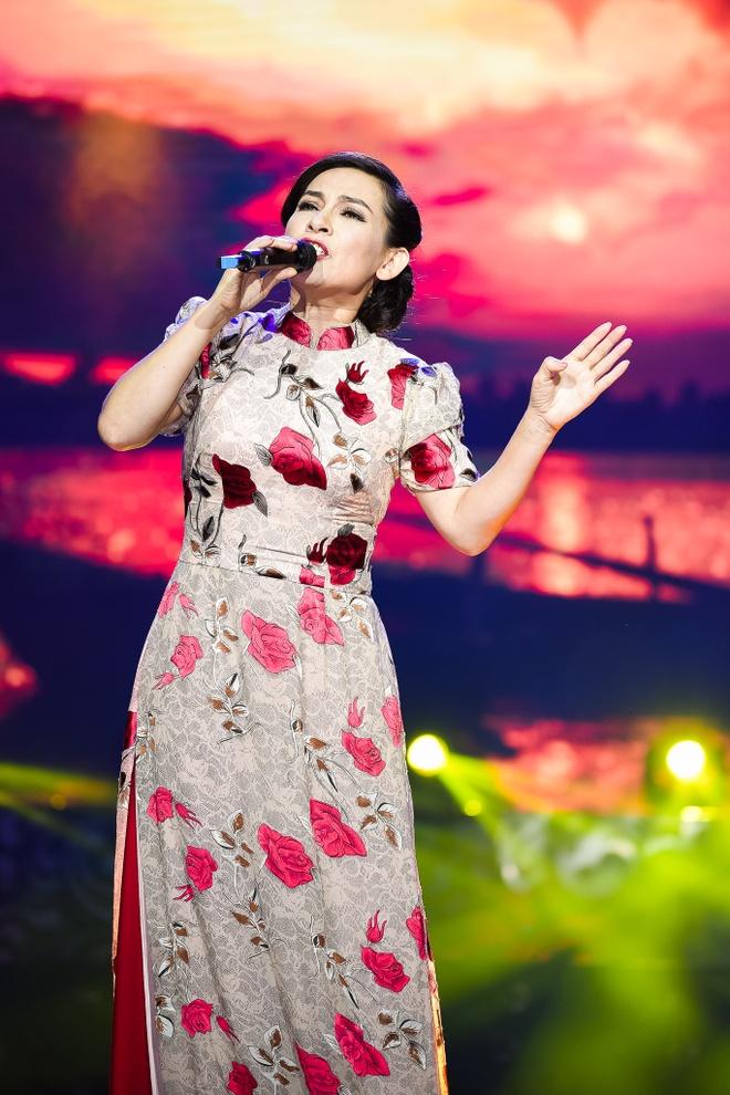 Bao Yen mac ca tinh song ca cung con trai hinh anh 11