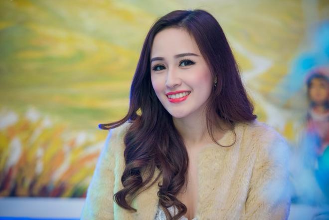 Hoa hau Mai Phuong Thuy than thiet voi A hau Tu Anh hinh anh 1