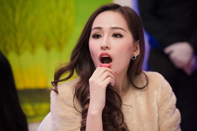 Hoa hau Mai Phuong Thuy than thiet voi A hau Tu Anh hinh anh 4