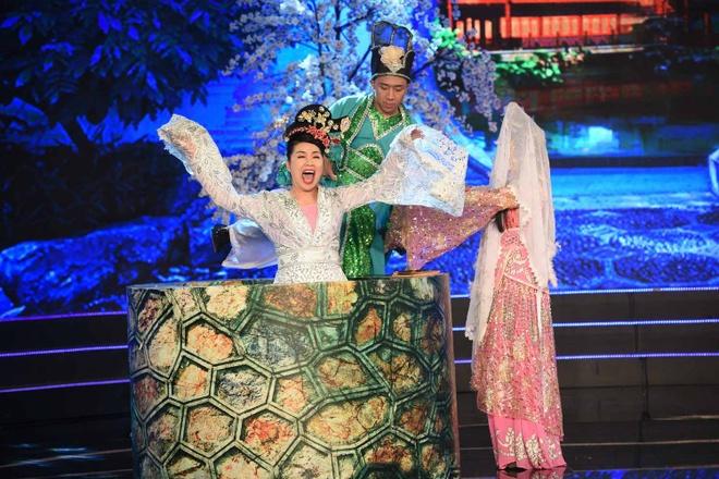 Le Khanh - Thu Trang mo phong cuoc chien chon tham cung hinh anh 2