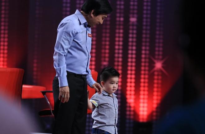 Con trai Kim Tu Long hat tang khan gia hinh anh
