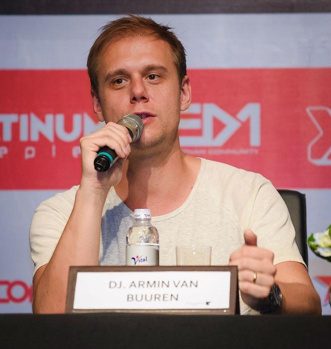 DJ Armin Van Buuren than thien khi den Viet Nam hinh anh 5