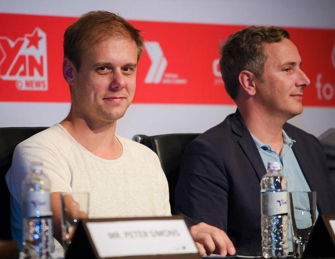 DJ Armin Van Buuren than thien khi den Viet Nam hinh anh 6