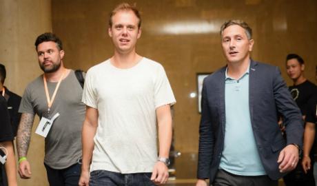 DJ Armin Van Buuren than thien khi den Viet Nam hinh anh