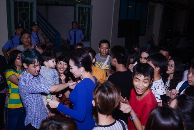 Thu Minh om My Tam trong hau truong, hoa giai hieu lam hinh anh 14