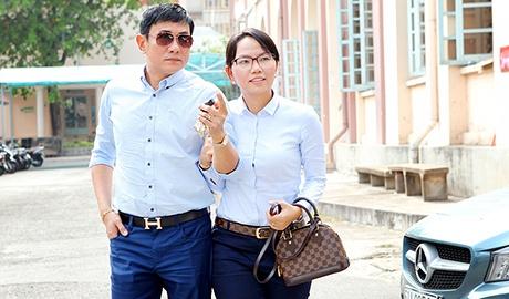 Hoang Phuc lai xe dua vo di tu thien sau dam cuoi hinh anh