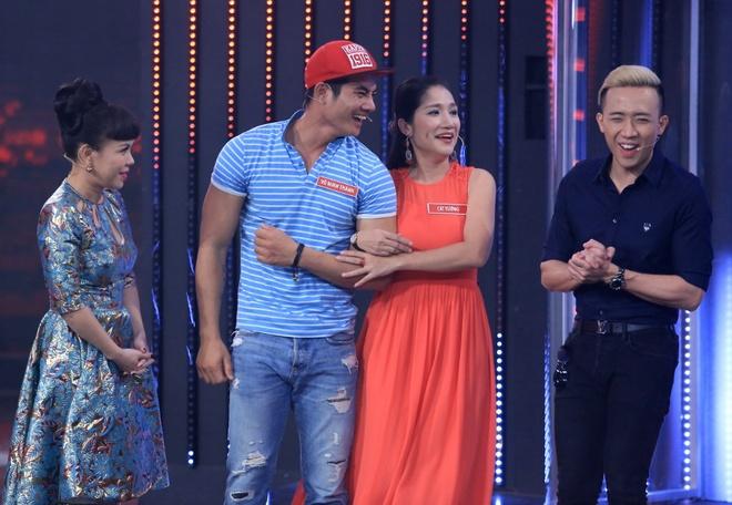 Cat Tuong va tinh tre kem 13 tuoi hon nhau trong game show hinh anh 1