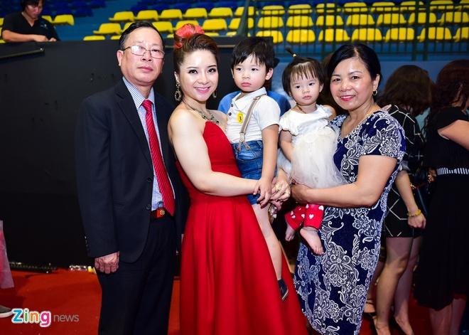 Huyen Thanh: Tinh cam danh cho Quang Dang hon muc ban be hinh anh 1