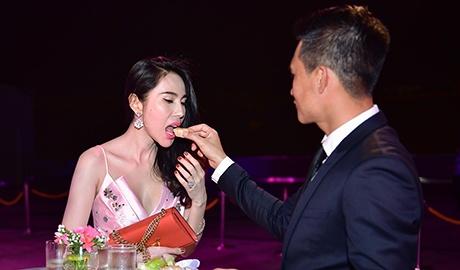 Cong Vinh tinh cam cham soc cho Thuy Tien hinh anh