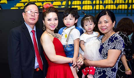 Huyen Thanh: Tinh cam danh cho Quang Dang hon muc ban be hinh anh