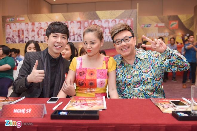 Lam MC, Viet Huong gianh het phan noi cua Chi Tai hinh anh 4