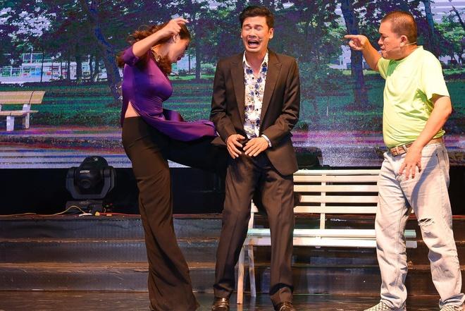 Tiet Cuong lien tuc bi danh trong live show hai dau tien hinh anh
