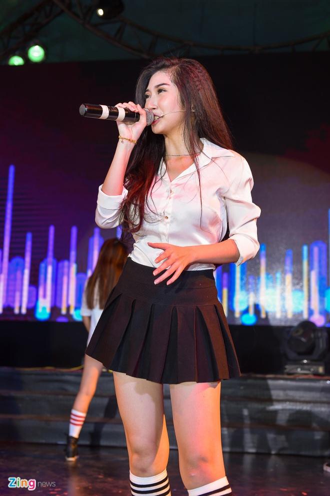 Tiet Cuong lien tuc bi danh trong live show hai dau tien hinh anh 12