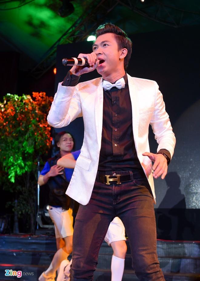 Tiet Cuong lien tuc bi danh trong live show hai dau tien hinh anh 13