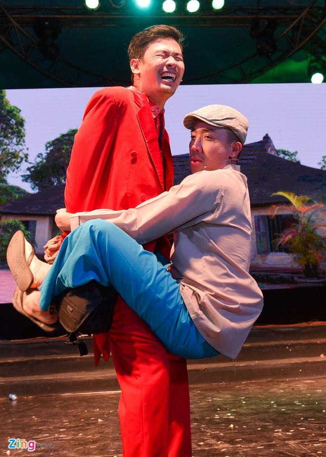 Tiet Cuong lien tuc bi danh trong live show hai dau tien hinh anh 6