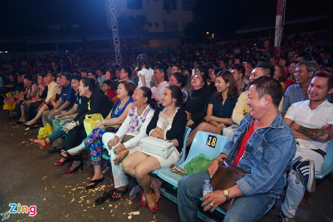 Tiet Cuong lien tuc bi danh trong live show hai dau tien hinh anh 14