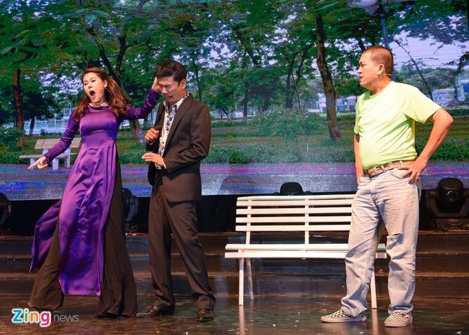 Tiet Cuong lien tuc bi danh trong live show hai dau tien hinh anh 1