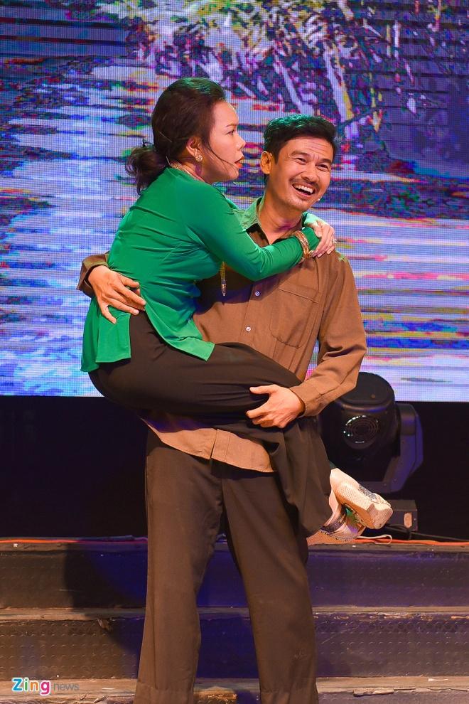 Tiet Cuong lien tuc bi danh trong live show hai dau tien hinh anh 10