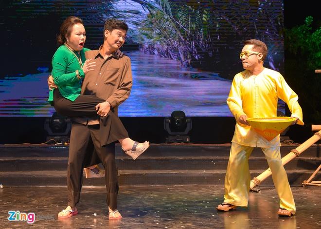 Tiet Cuong lien tuc bi danh trong live show hai dau tien hinh anh 9