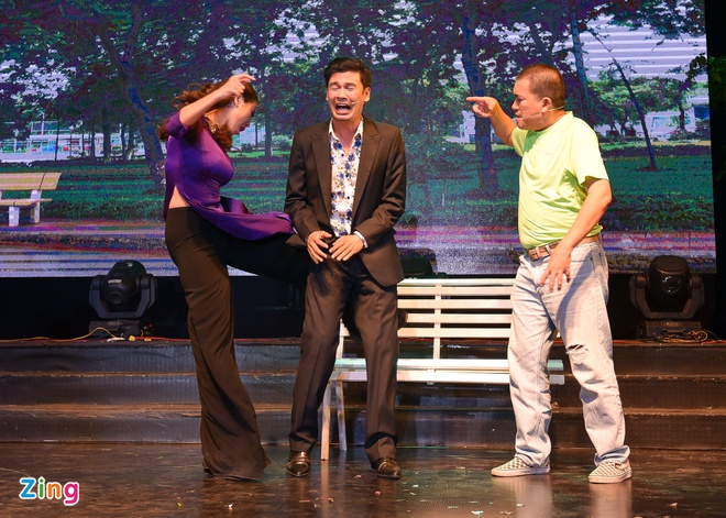 Tiet Cuong lien tuc bi danh trong live show hai dau tien hinh anh 2