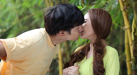 Nhan Phuc Vinh khoa moi Tuong Vi trong phim ca nhac hinh anh