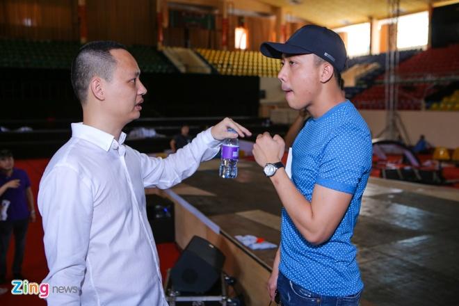 Tran Thanh di xe sang tap Zing Music Awards hinh anh 2